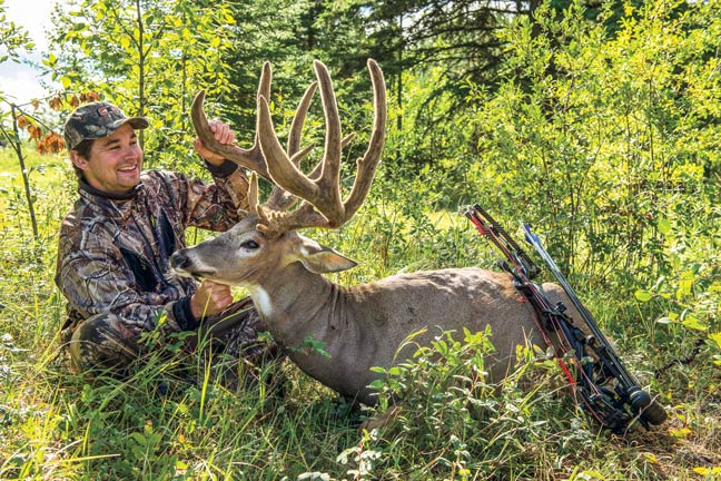 200-inch-whitetail-buck-bowhunter