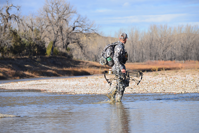 Bowhunter in reiver