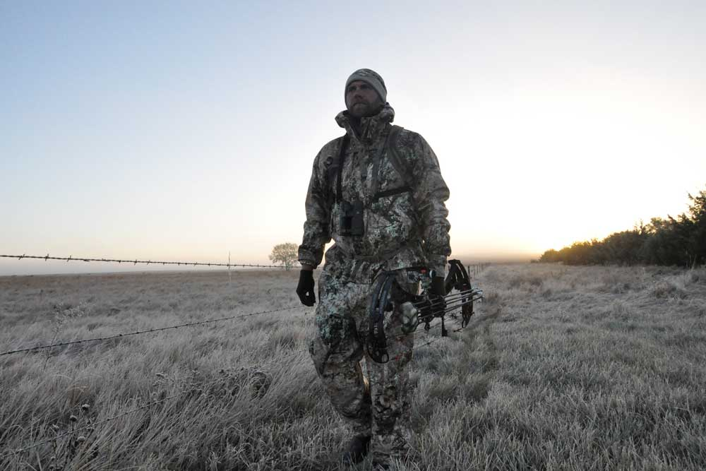 //www.bowhunter.com/files/7-tips-for-spot-and-stalk-mule-deer-hunting/muldeer_5.jpg