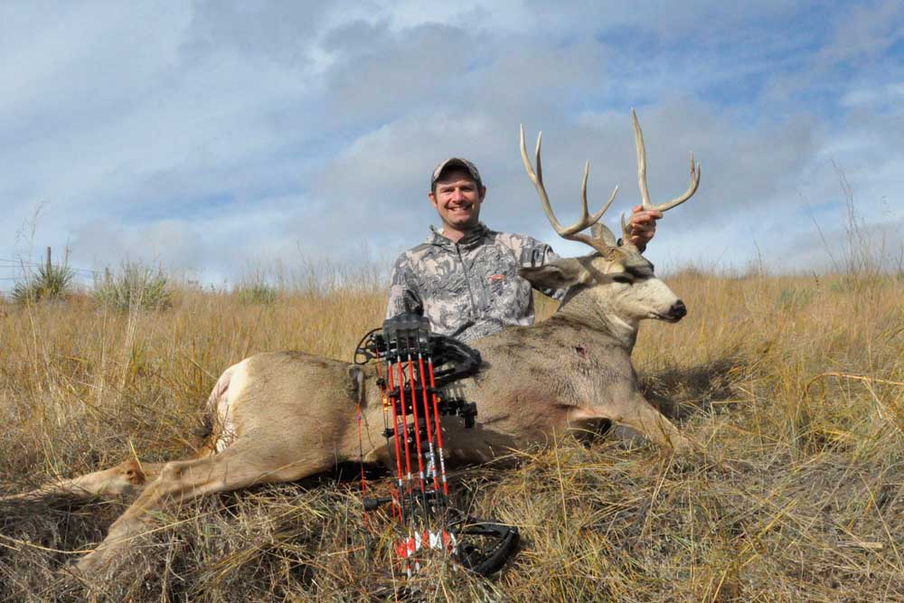 //www.bowhunter.com/files/7-tips-for-spot-and-stalk-mule-deer-hunting/muledeer_7.jpg