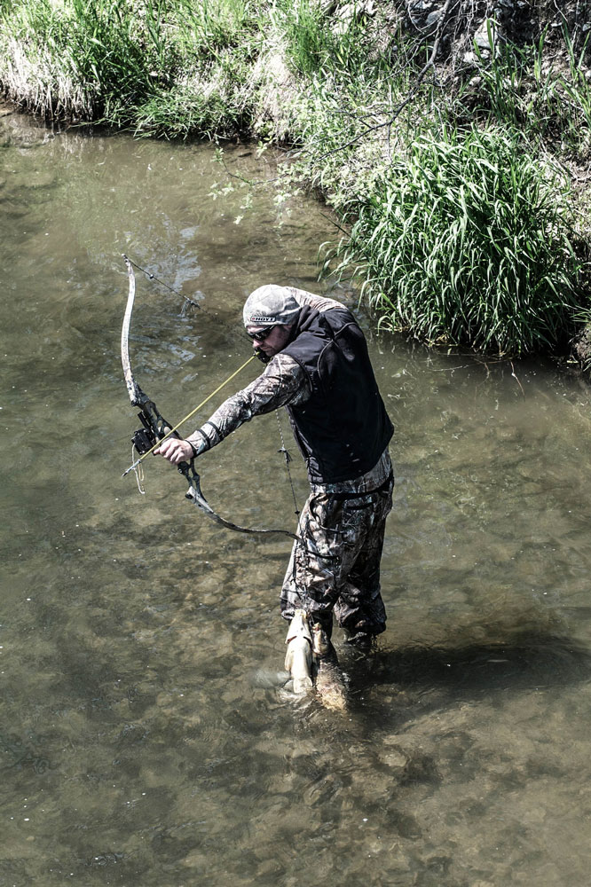 //www.bowhunter.com/files/8-reasons-bowfishing-will-make-you-a-better-big-game-hunter/stealth_2.jpg