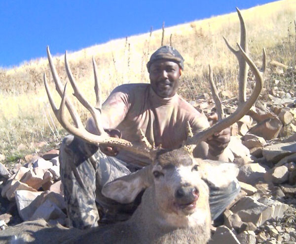 //www.bowhunter.com/files/awesome-celebrity-bowhunters/03_karlmalone.jpg