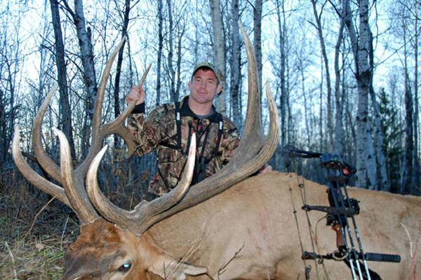 //www.bowhunter.com/files/awesome-celebrity-bowhunters/05_matthughes.jpg