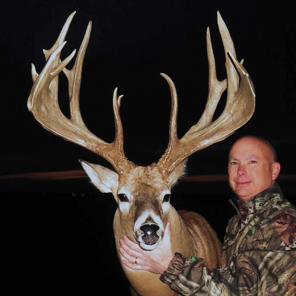 //www.bowhunter.com/files/best-bow-kills-of-the-year/robinson.jpg