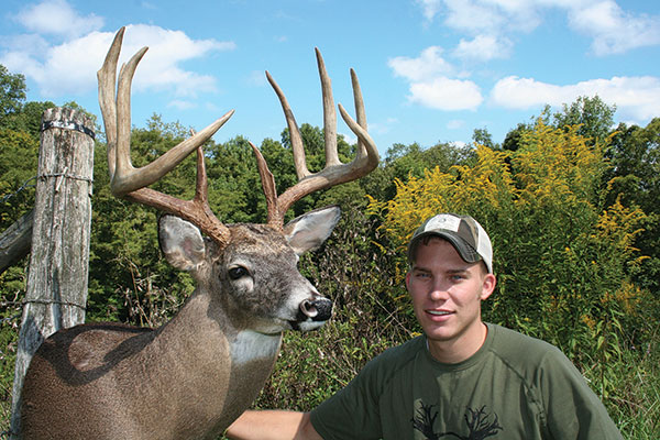 //www.bowhunter.com/files/best-bow-kills-of-the-year/ty_schaefer_buck_feature.jpg