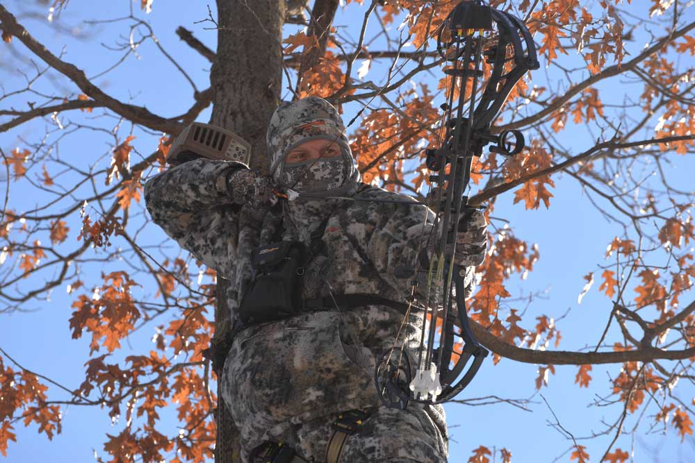//www.bowhunter.com/files/how-to-establish-your-effective-range/deep-into-the-season.jpg