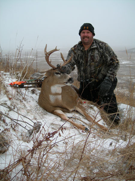//www.bowhunter.com/files/hunting-sitka-deer-on-a-budget/7sitkabuck.jpg