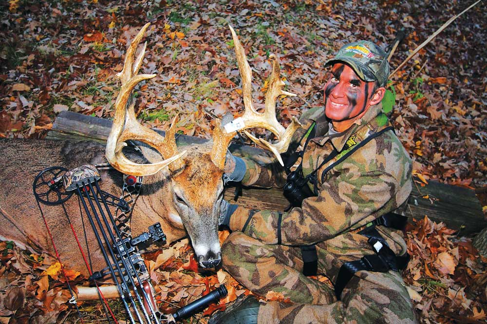 //www.bowhunter.com/files/known-a-midwest-freak/carney_with_buck_02.jpg