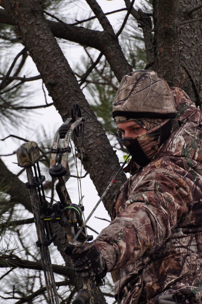 //www.bowhunter.com/files/treestand-tips-for-tagging-out-during-the-rut/keep-smilin.jpg
