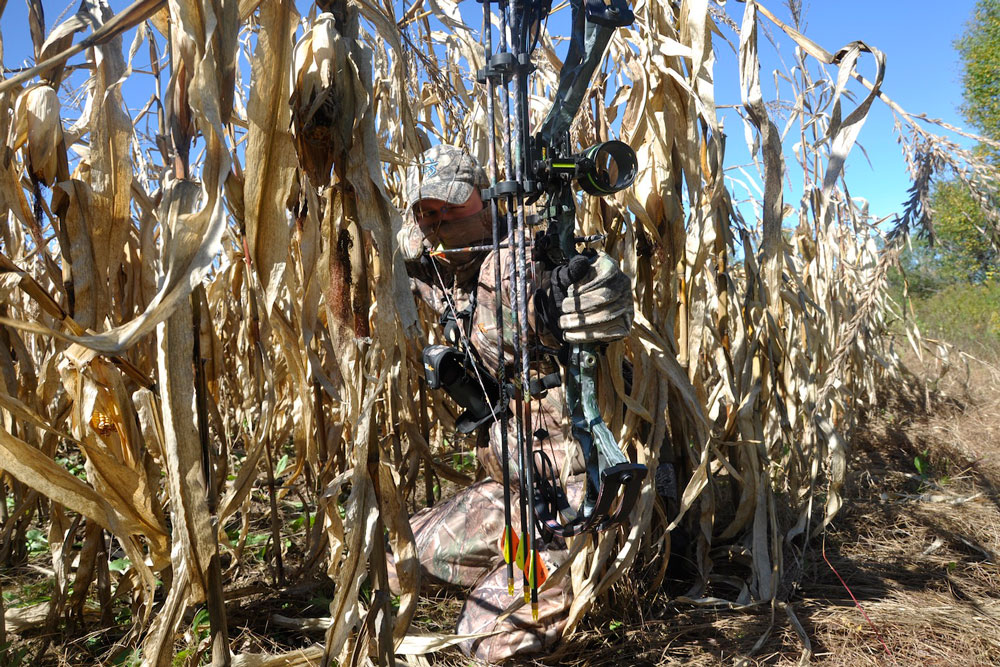//www.bowhunter.com/files/treestand-tips-for-tagging-out-during-the-rut/still-hunt.jpg