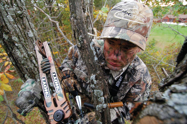 //www.bowhuntingmag.com/files/10-best-treestand-hunting-tips/004_stand-position.jpg