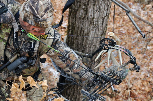 10 Best Treestand Hunting Tips Petersen S Bowhunting