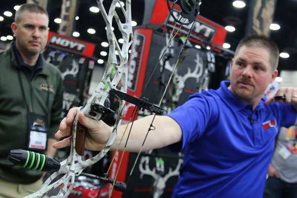Introducing the 2016 Hoyt Defiant