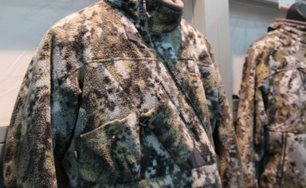 Built with the same legendary shaping and features as the Fanatic Jacket, the Sitka Fanatic Lite