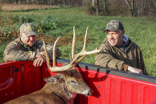 bowhunting-a-mature-whitetail-buck