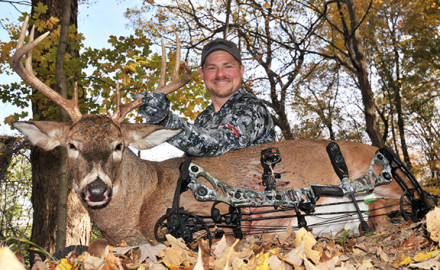 BOWHUNTING Editor Christian Berg took this nice, 8-point Illinois buck on Halloween using the 2017 Mathews HALON 32.