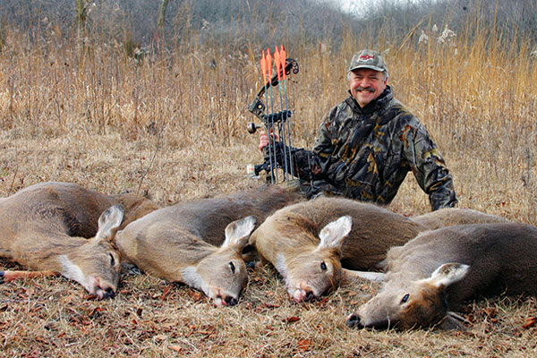 //www.bowhuntingmag.com/files/how-to-tag-post-rut-whitetails-in-the-late-season/postrut_whitetails_04.jpg