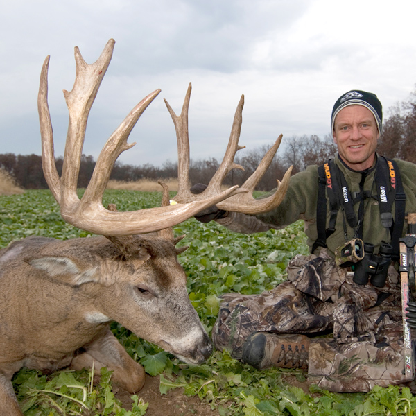 Hunter: Bill Winke, State: Iowa, Score: 200-inch green score, Gear Used: Hoyt Carbon Matrix bow.