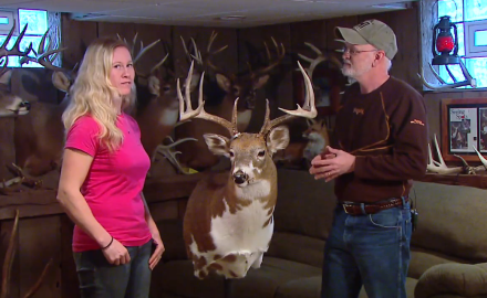 An Ohio hunter shows off her splotchy piebal whitetail trophy. Besides the unique markings video