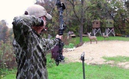 Pat Hogan talks with Mathews about their new flagship bow.