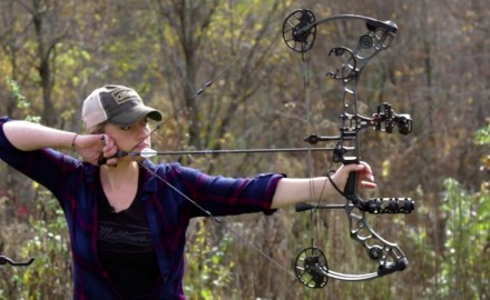 Pat Hogan talks with Corrine Bundy of Mathews about their new Avail bow, designed with the female