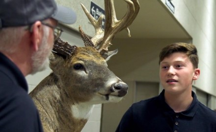 Gordon Whittington talks with Troy Metzger about the trophy buck he took in 2016.