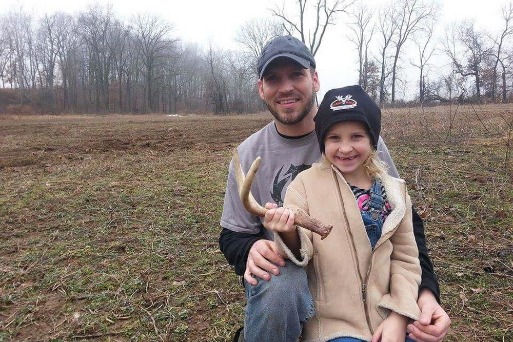 //www.northamericanwhitetail.com/files/best-whitetail-shed-finds-of-2015/craig_bell_5_lg.jpg