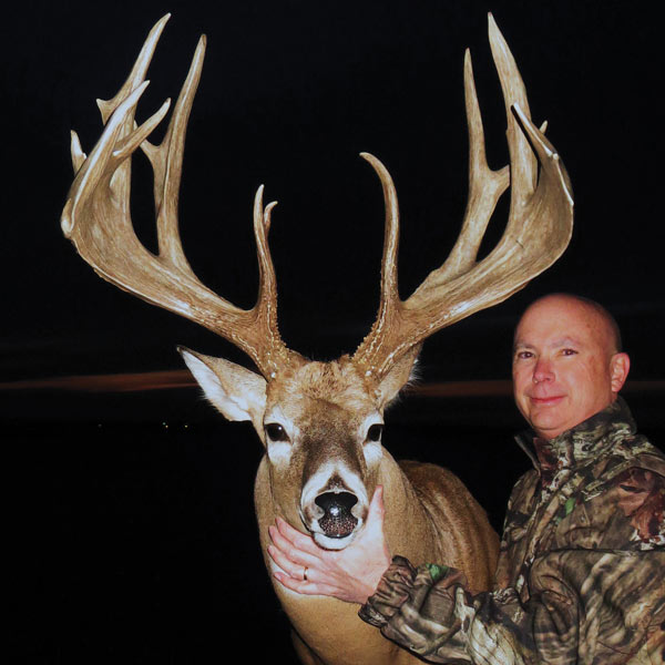 //www.northamericanwhitetail.com/files/biggest-bucks-of-2012/robinson_sm.jpg