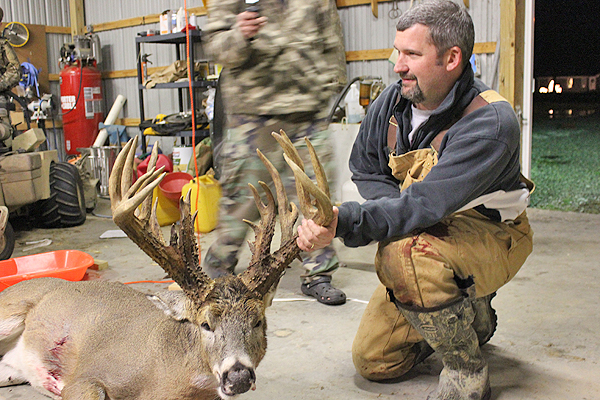 //www.northamericanwhitetail.com/files/ginormica-258-58-illinois-giant/11_cockburnbuck_113011.jpg