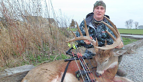//www.northamericanwhitetail.com/files/illinois-monarch-202-78-inch-trophy-buck/naw_randyschultz_112211g.jpg
