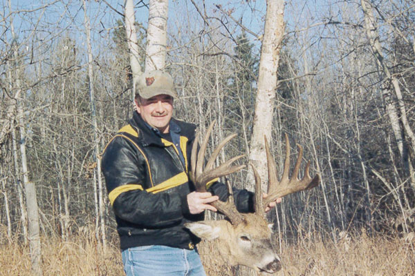 //www.northamericanwhitetail.com/files/top-10-pope-and-young-typicals-of-all-time/hubert-collins-buck.jpg
