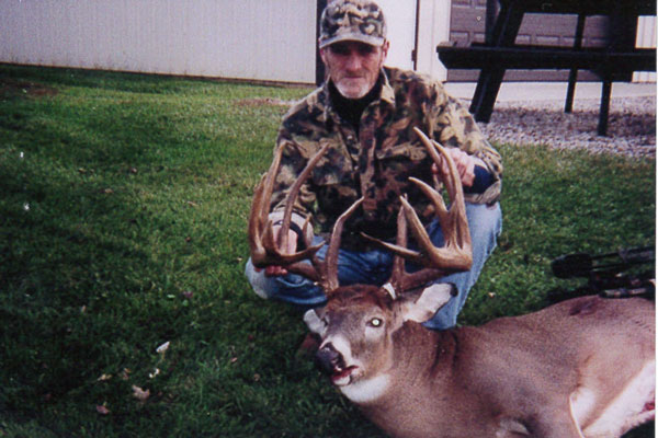 //www.northamericanwhitetail.com/files/top-10-pope-and-young-typicals-of-all-time/tim-reed-buck.jpg