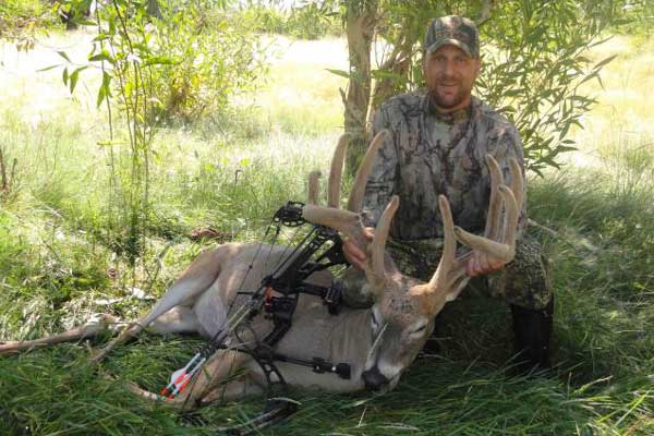 //www.northamericanwhitetail.com/files/top-20-diy-whitetail-states-for-2015/rt-wyoming-sanderson.jpg
