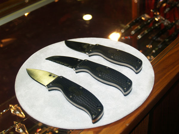 //www.petersenshunting.com/files/10-new-blades-and-tools-for-2013/10spiderco.jpg