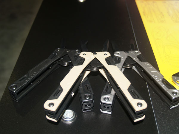//www.petersenshunting.com/files/10-new-blades-and-tools-for-2013/7leatherman.jpg