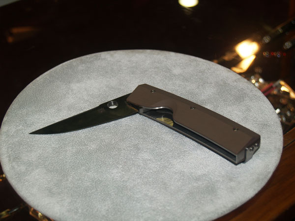 //www.petersenshunting.com/files/10-new-blades-and-tools-for-2013/9spiderco.jpg