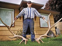 Chris Harer with his shed find. Image courtesy of the East Oregonian.