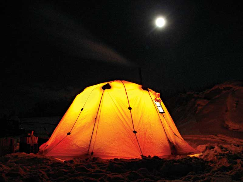 how to keep warm camping tent