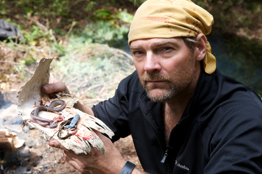 Les Stroud's Six Ways to Avoid Killer Insects and Snakes