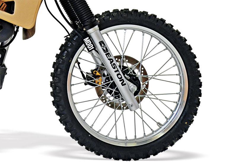 001_dunlop-d606-tires