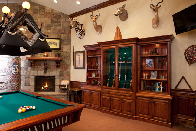 Charmant Outfitting Your Trophy Room Decor