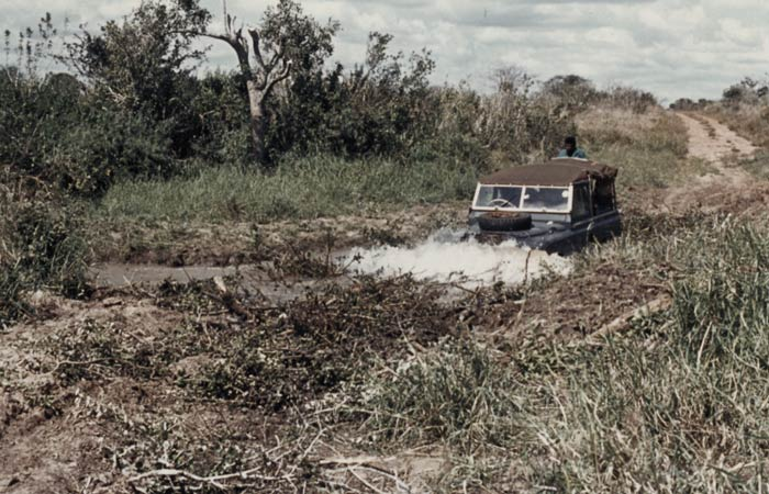 land-rover-in-africa-mud