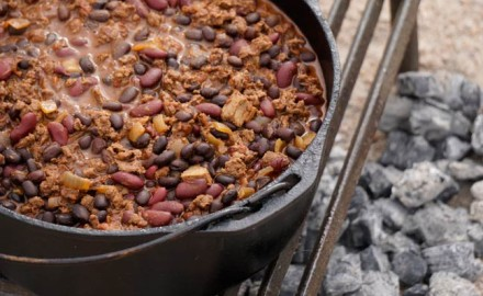 dutch-oven-recipe-for-elk-chili-featured