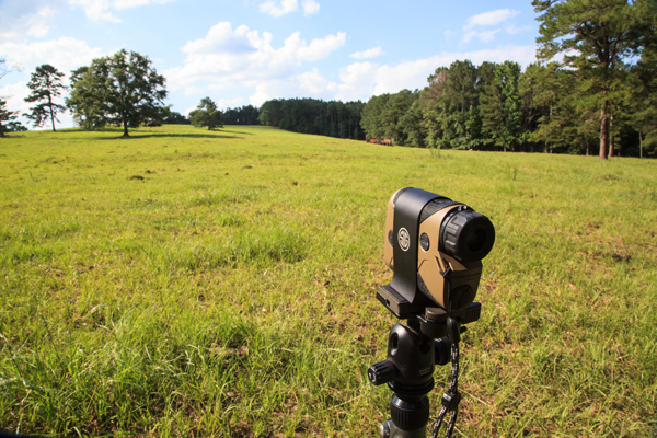The SIG KILO 2400 ABS kit includes an aluminum mount that allows the user to mount it to virtually any available tripod.