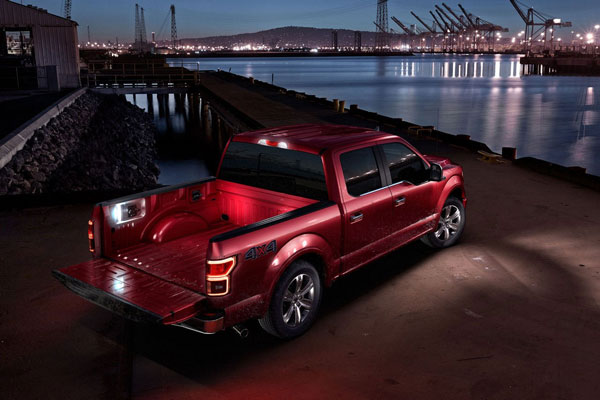 Ford offers available LED box lighting and LED Side-Mirror Spotlights to light up the ground around the doors to make nighttime tasks easier to perform.