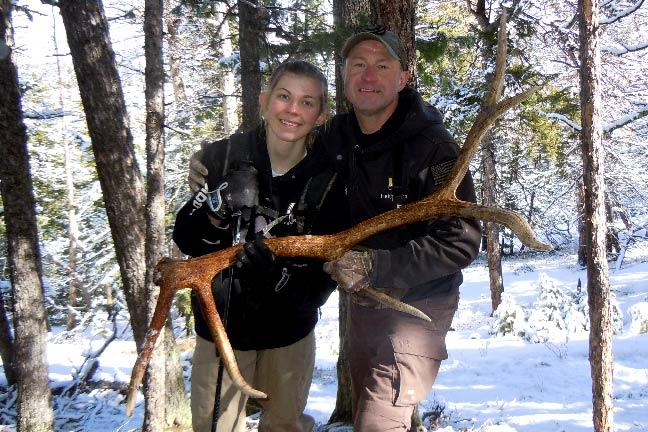 SHA108,-Mark-and-Katelyn-Kayser-celebrate-finding-a-big-6-point-elk-shed,-copyright-Mark-Kayser-edt