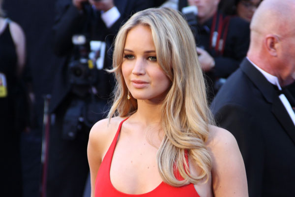 //www.petersenshunting.com/files/8-surprising-pro-hunting-celebrities/jennifer-lawrence.jpg