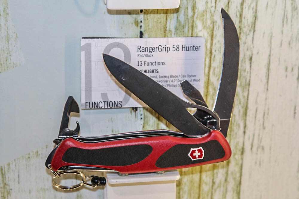 //www.petersenshunting.com/files/best-new-hunting-knives-tools-for-2015/victorinox-delmont-rangergrip-58-hunter.jpg