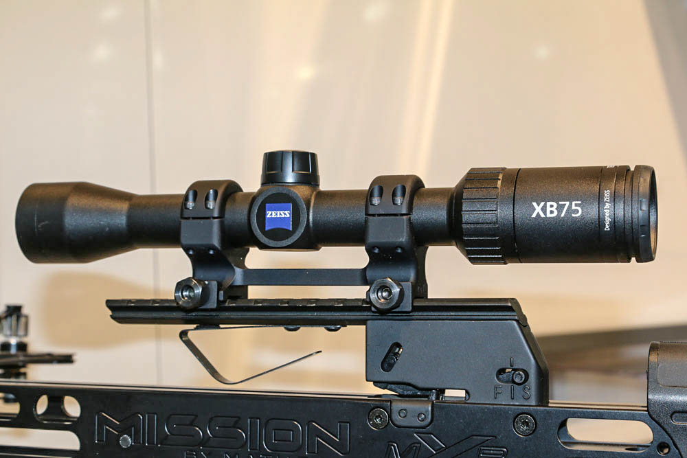 //www.petersenshunting.com/files/best-new-hunting-optics-for-2015/zeiss-xb75.jpg