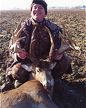 //www.petersenshunting.com/files/biggest-non-typical-whitetails-of-all-time/04_timothy_beck.jpg